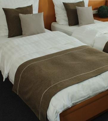 Pregrinjalo za posteljo - 65 x 150 cm